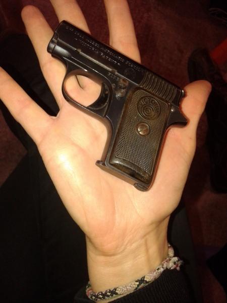 ASTRAn egindako pistola